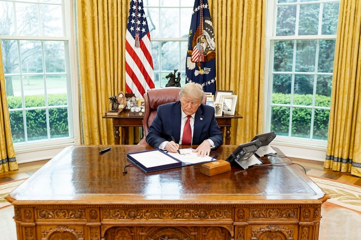 trump sign executive order white house oval office