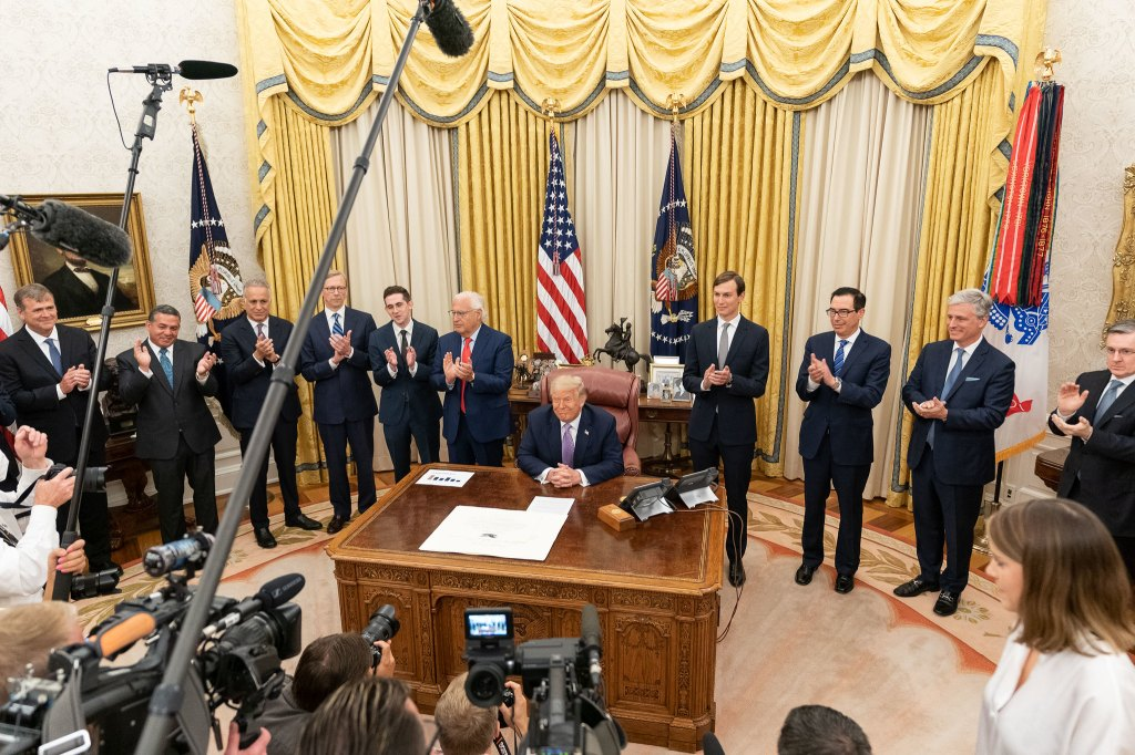 trump white house oval office